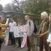 Aktivisti protestovali na GMO poli v Borovciach pri príležitosti inšpekcie z EÚ